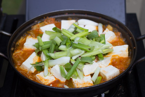 kimchi stew with tuna and ramen