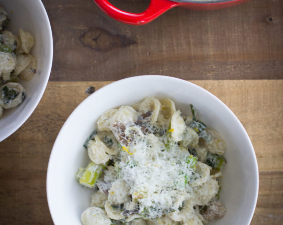 Spring Pasta with Mushrooms, Asparagus, Spring Onion, and Goat Cheese